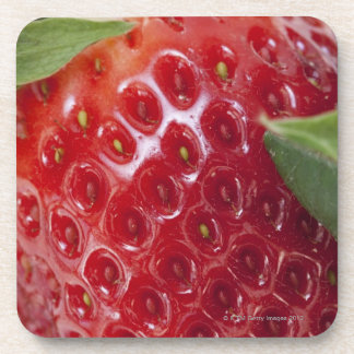 Primer lleno del marco de una fresa posavasos de bebida