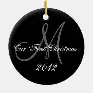 Primer monograma del ornamento el del navidad de ornamente de reyes
