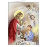 Primer muchacho de la comunión santa tarjeta de felicitación