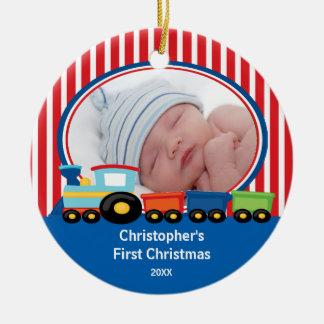 Primer muchacho del tren del ornamento de la foto adorno navideño redondo de cerámica