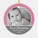 Primer navidad de Babys - galones rosados y gris Adorno Redondo De Cerámica