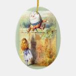 Primer navidad de Humpty Dumpty Adorno Ovalado De Cerámica