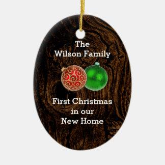 Primer navidad de madera en el nuevo ornamento de adorno navideño ovalado de cerámica