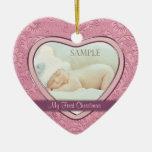 Primer navidad del corazón del bebé rosado del adorno navideño de cerámica en forma de corazón