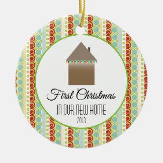 Primer navidad en nuestro nuevo multicolor casero ornamentos para reyes magos