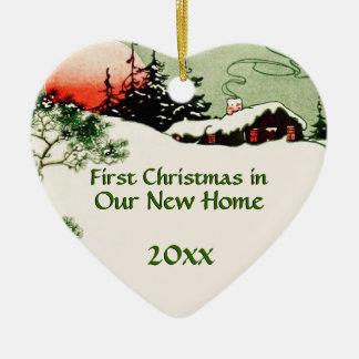Primer navidad en nuevo corazón de la cabina del p ornamentos de reyes