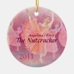 Primer ornamento del ballet del cascanueces de su adorno navideño redondo de cerámica