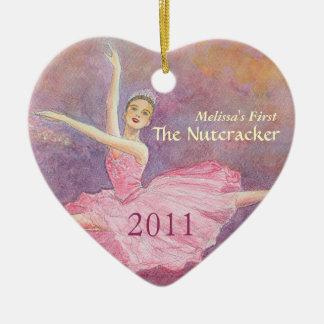 Primer ornamento del cascanueces de su bailarín adorno navideño de cerámica en forma de corazón