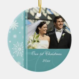 Primer ornamento del navidad de la foto del adorno redondo de cerámica