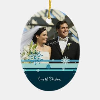 Primer ornamento del navidad de la foto del adorno ovalado de cerámica