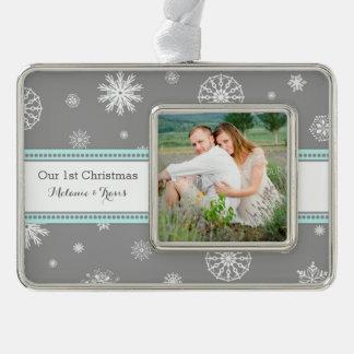 Primer ornamento del navidad de los pares grises adornos con foto