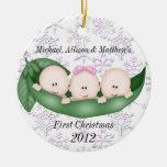 Primer ornamento del navidad de los tríos adornos de navidad