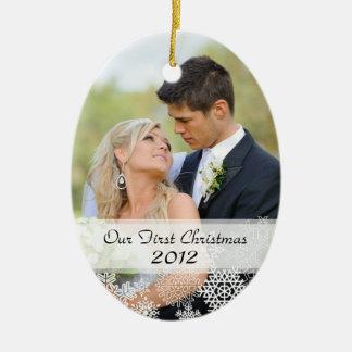 Primer ornamento del navidad del par con la foto adorno