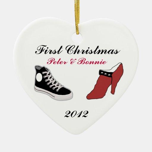 Primer ornamento del navidad del zapato del adorno navideño de cerámica en forma de corazón