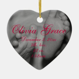 Primer ornamento del navidad los pies de bebé adorno de cerámica en forma de corazón