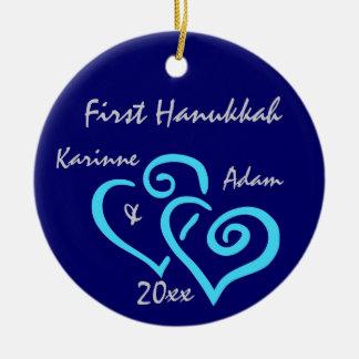 Primer ornamento personalizado de Jánuca Ornamento De Navidad