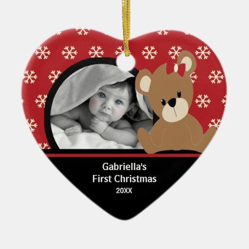 Primer oso de peluche del ornamento de la foto del adorno de cerámica en forma de corazón