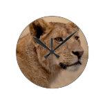 Primer principal de la leona reloj de pared