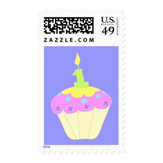 Primer sello del cumpleaños con la magdalena rosad