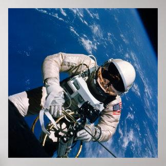 Primer Spacewalk americano géminis 4 Poster