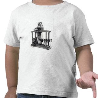 Primer telar completamente automatizado camisetas