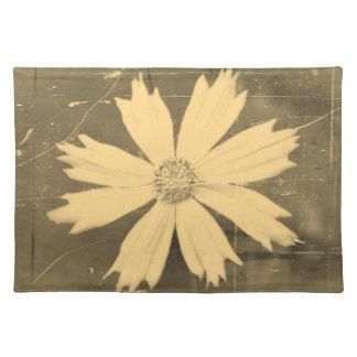 Primer viejo 2 de la flor del cosmos del amarillo  manteles individuales