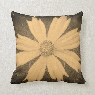 Primer viejo 4 de la flor del cosmos del amarillo  almohadas