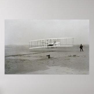 Primer vuelo acertado del poster del aviador de Wr