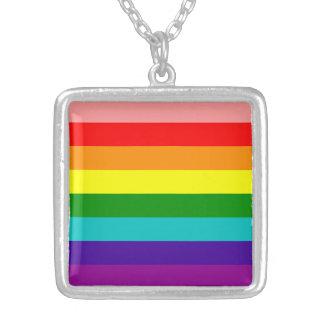 Primera bandera del orgullo del arco iris colgante