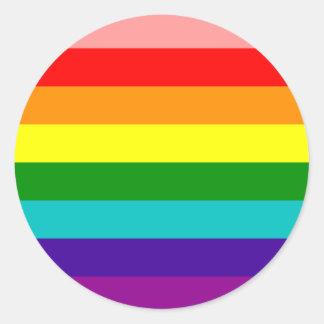 Primera bandera del orgullo gay del arco iris pegatina redonda