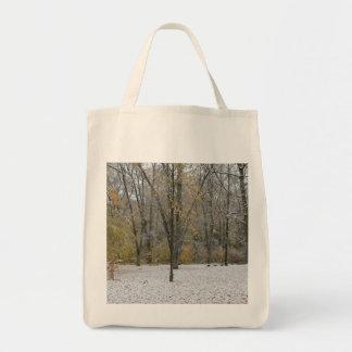 Primera caída de la nieve en el otoño - versión 2 bolsa tela para la compra
