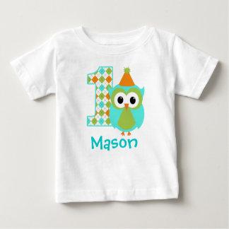 Primera camisa del cumpleaños del muchacho