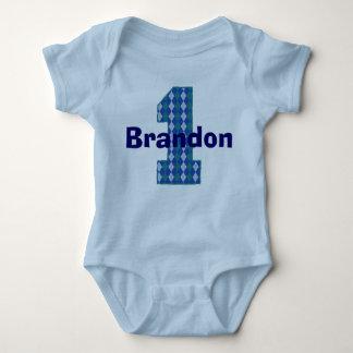 Primera camisa del muchacho del cumpleaños de
