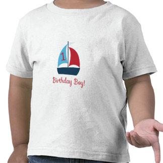 Primera camiseta del barco de vela del cumpleaños