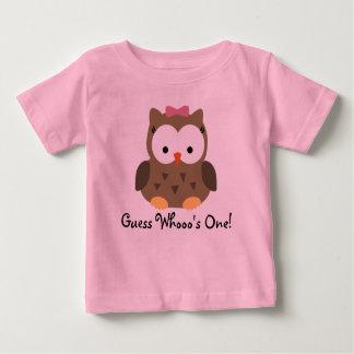 Primera camiseta del cumpleaños del búho lindo de playeras