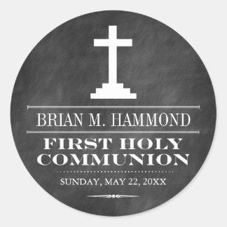 Primera comunión santa de la pizarra simple etiquetas redondas