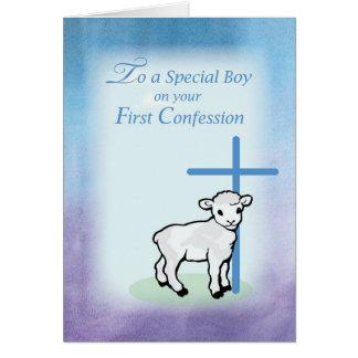 Primera confesión del muchacho, cordero, cruz en B Tarjeta De Felicitación