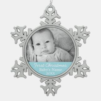 Primera foto del navidad del bebé - fondo del adorno de peltre en forma de copo de nieve