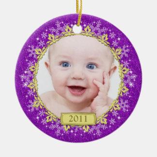 Primera foto del navidad del bebé púrpura de los c