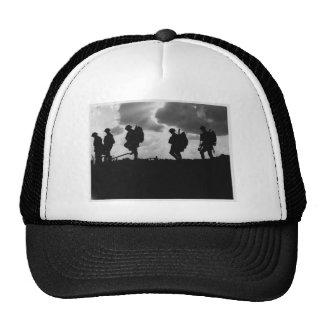 Primera Guerra Mundial que marcha silueteada Gorras De Camionero
