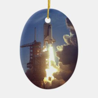 Primera lanzadera lanzada adorno navideño ovalado de cerámica