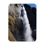 Primera luz en la caída superior de Yosemite en el Iman