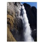 Primera luz en la caída superior de Yosemite en el Tarjetas Postales