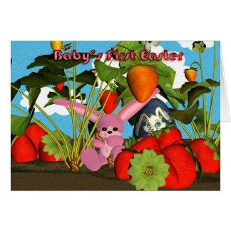 Primera Pascua del bebé con las fresas rosadas del Tarjeta De Felicitación