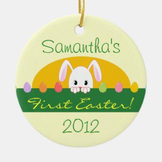Primera Pascua que mira a escondidas el ornamento Ornamentos De Reyes