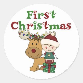 Primeras camisetas y regalos del navidad del reno pegatina redonda