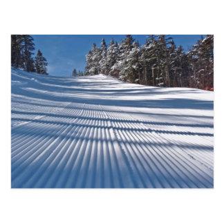Primeras pistas del esquí tarjetas postales