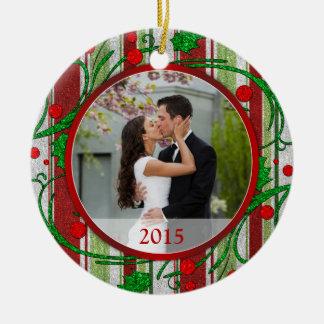 Primeras rayas del caramelo de la foto del navidad adorno navideño redondo de cerámica