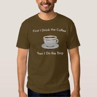 Primero bebo el café entonces que hago la camiseta playeras