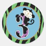 Primero de la magdalena del cumpleaños del mono de pegatinas redondas